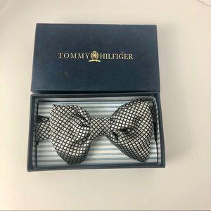 Tommy Hilfiger Gray & Black  Pre-Tied Silk Bow Tie